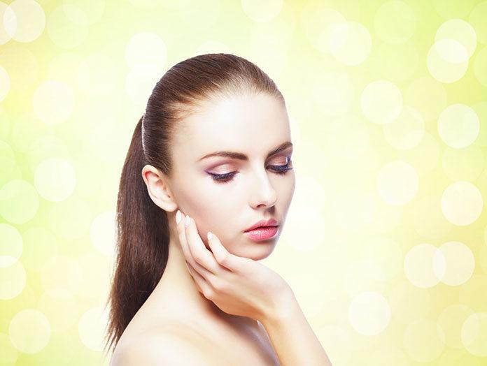 Jak działanie promieni słonecznych wpływa tak naprawdę na naszą skórę?