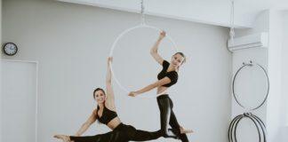 Pole dance i jego odmiany - akcesoria i potrzebne wyposażenie