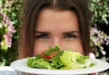 Odpowiednia dieta pomoże w nadmiernym wypadaniu włosów